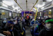 Uso de protectores faciales unidades de transporte urbano / Foto: Andina
