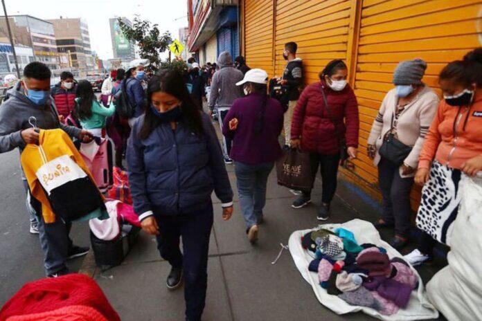 Peruanos durante estado de emergencia