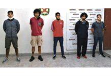 Dictan 9 meses de prisión preventiva para 5 hombres que habrían violado a joven en Surco.