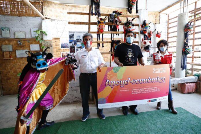 El ministro de Cultura, Alejandro Neyra, entregó este beneficio de más de 780 mil soles a 274 representantes del patrimonio cultural inmaterial y las industrias culturales y artes de esta zona.