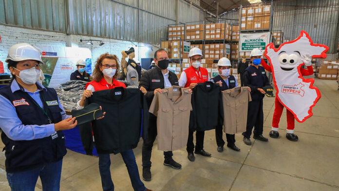 Titular del sector participó de la entrega de prendas elaboradas por 280 mypes que forman parte de la convocatoria del Expediente Técnico 2